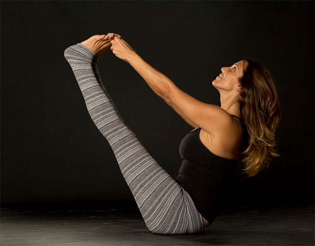 maribeth-mayer-boat-pose-chagrin-yoga